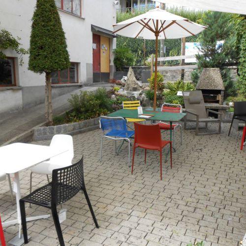 Gartensitzplatz im CaféLaden