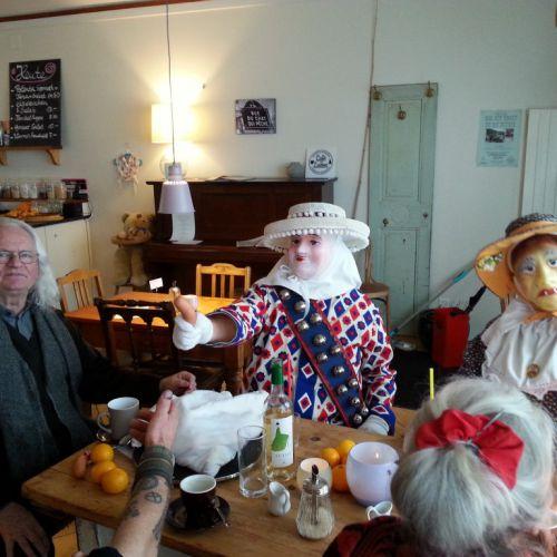 Lustige Gäste im CaféLaden